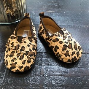 🌻💐3 for 20💐🌻 Size 3 leopard print baby shoes